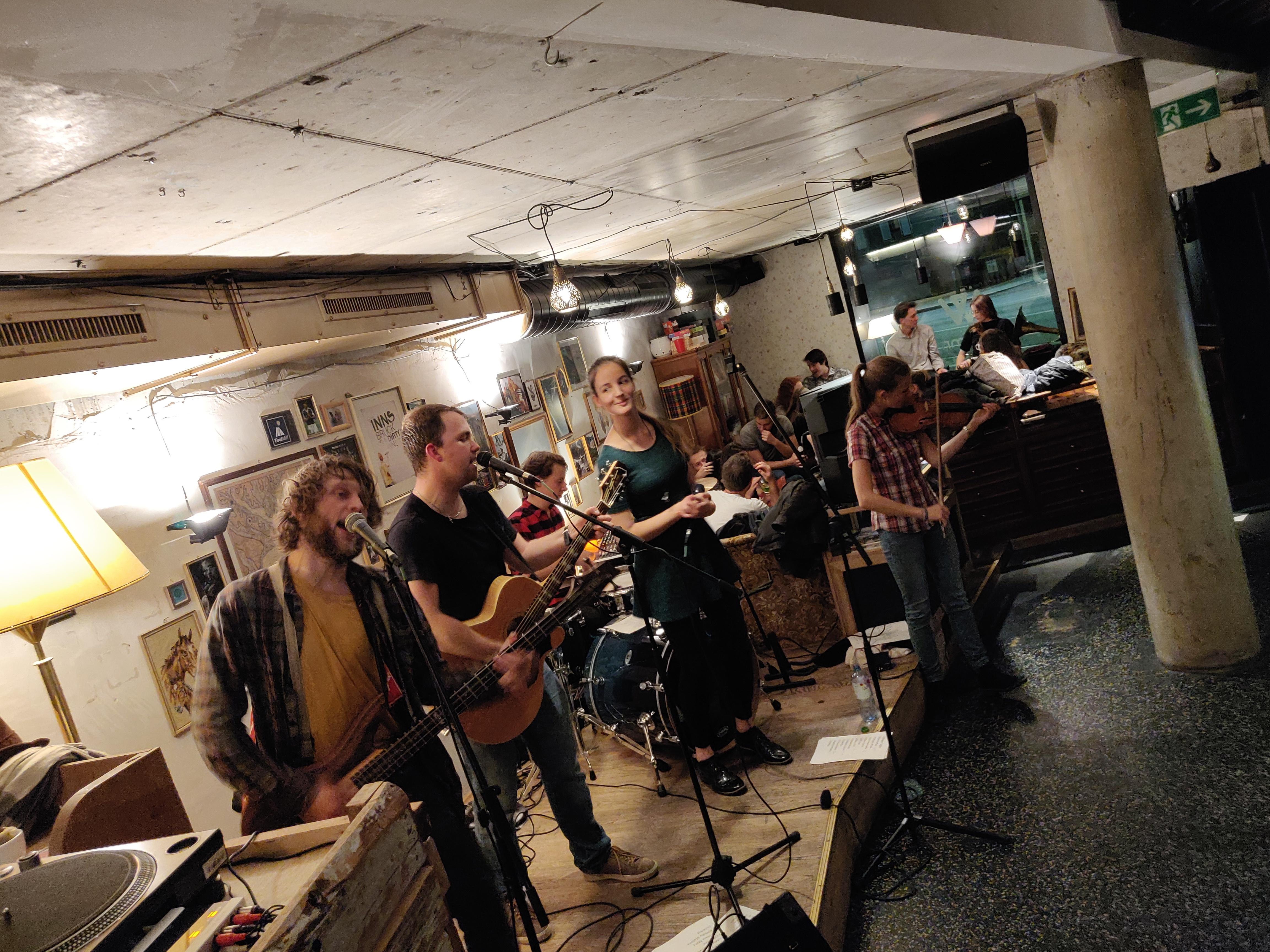 live at Wohnzimmer